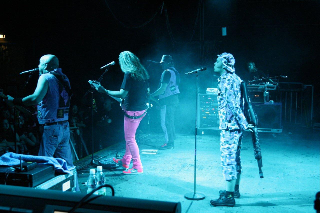 090 - J.B.O. @ Arena Wien AT, 26.11.2011 - Foto von Carsten Dobschat