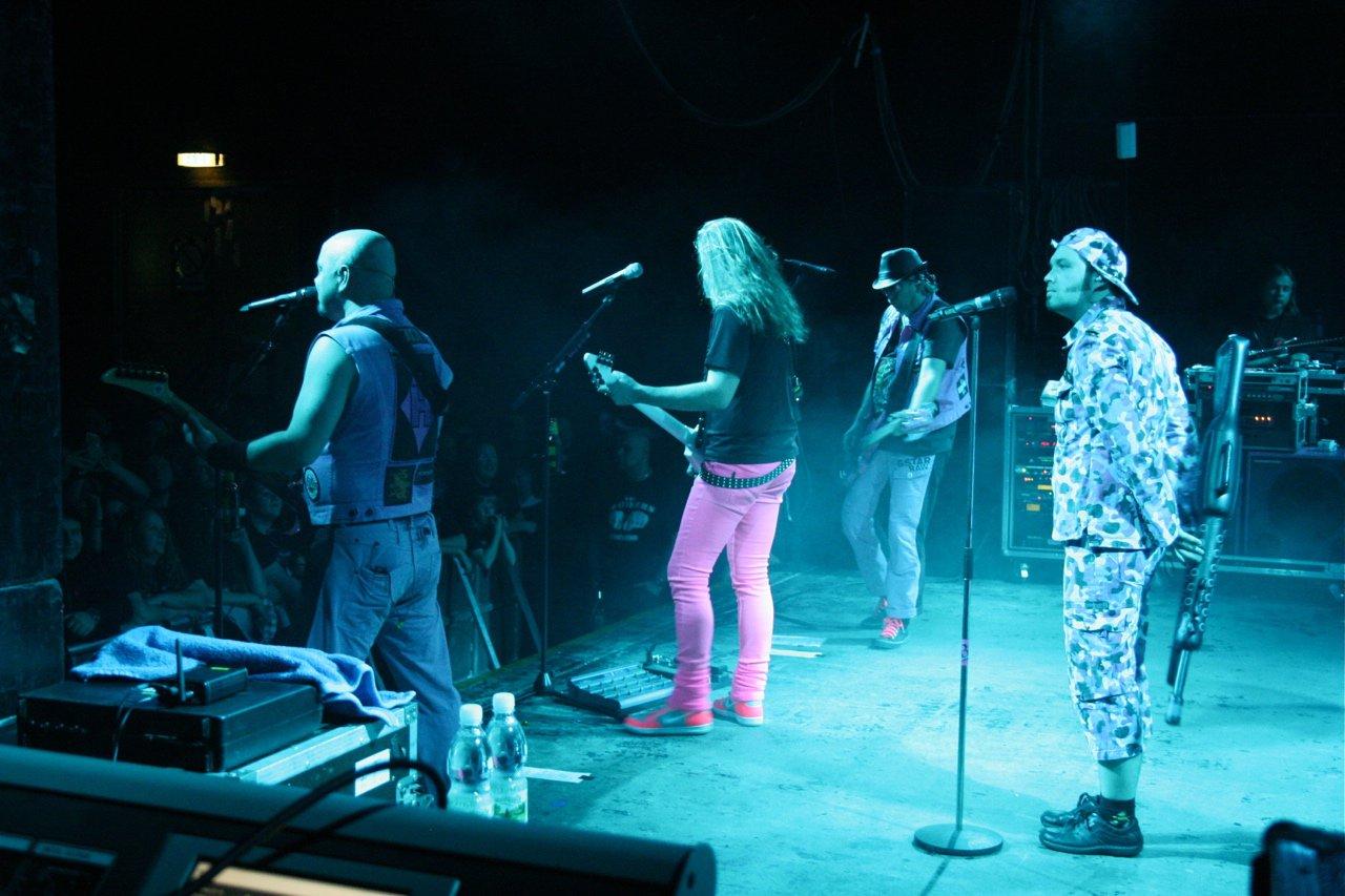 094 - J.B.O. @ Arena Wien AT, 26.11.2011 - Foto von Carsten Dobschat