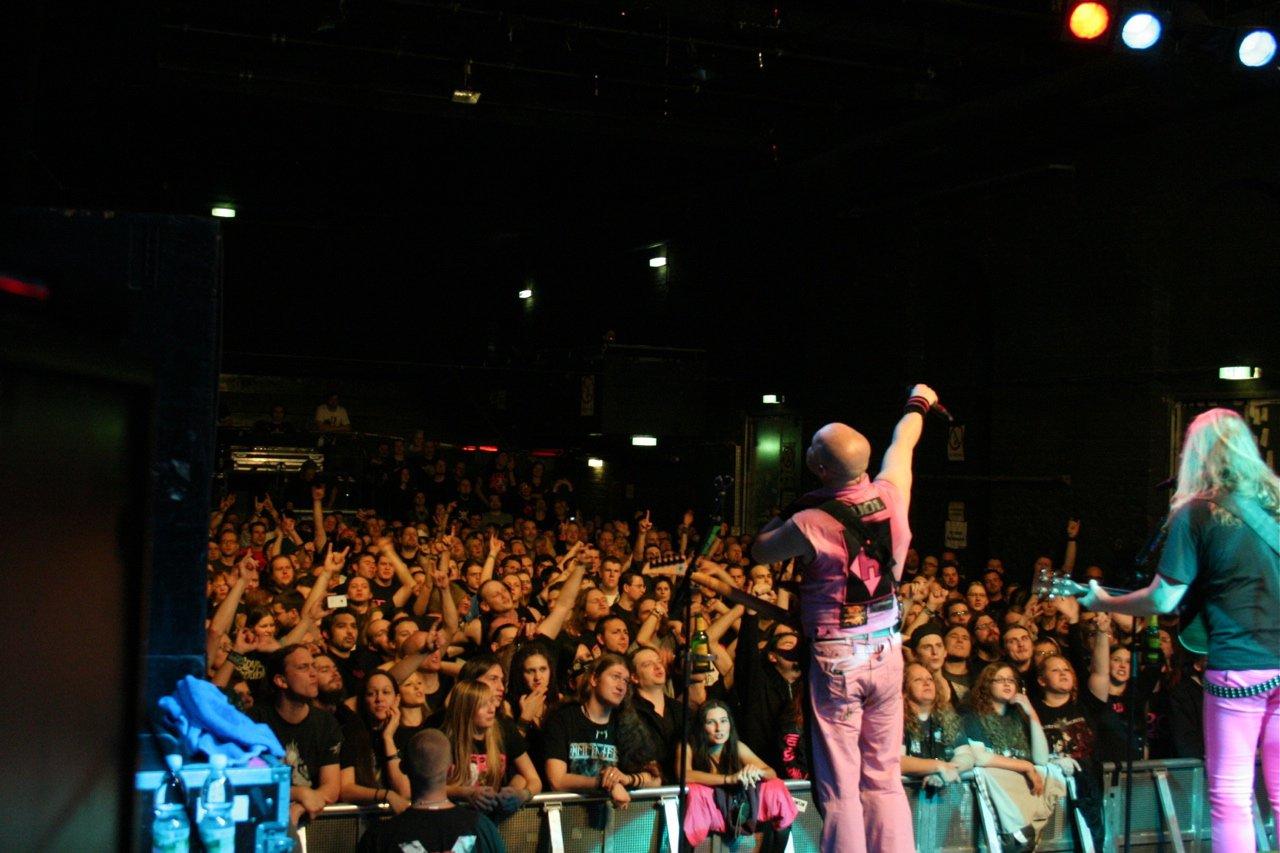 144 - J.B.O. @ Arena Wien AT, 26.11.2011 - Foto von Carsten Dobschat