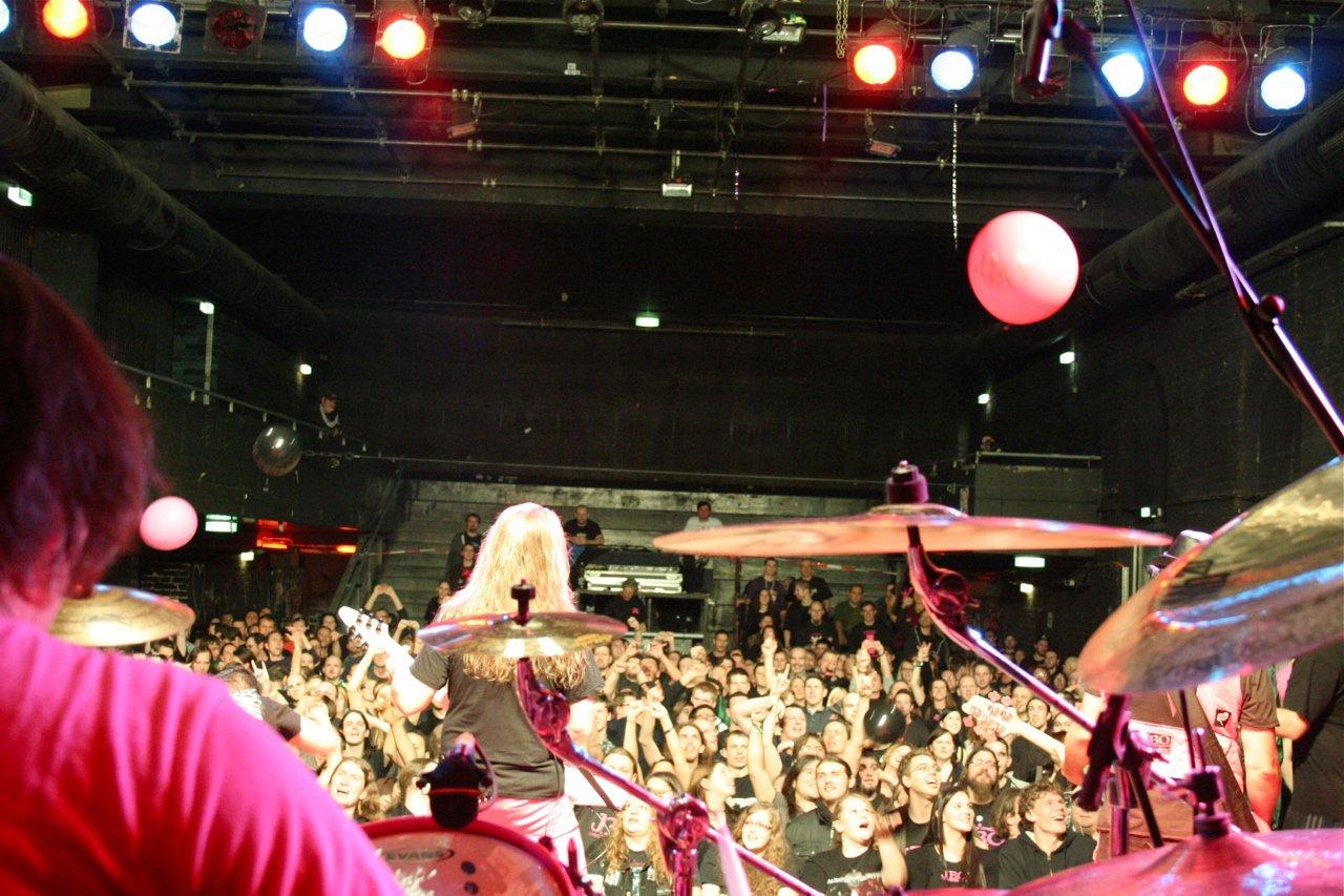 150 - J.B.O. @ Arena Wien AT, 26.11.2011 - Foto von Carsten Dobschat