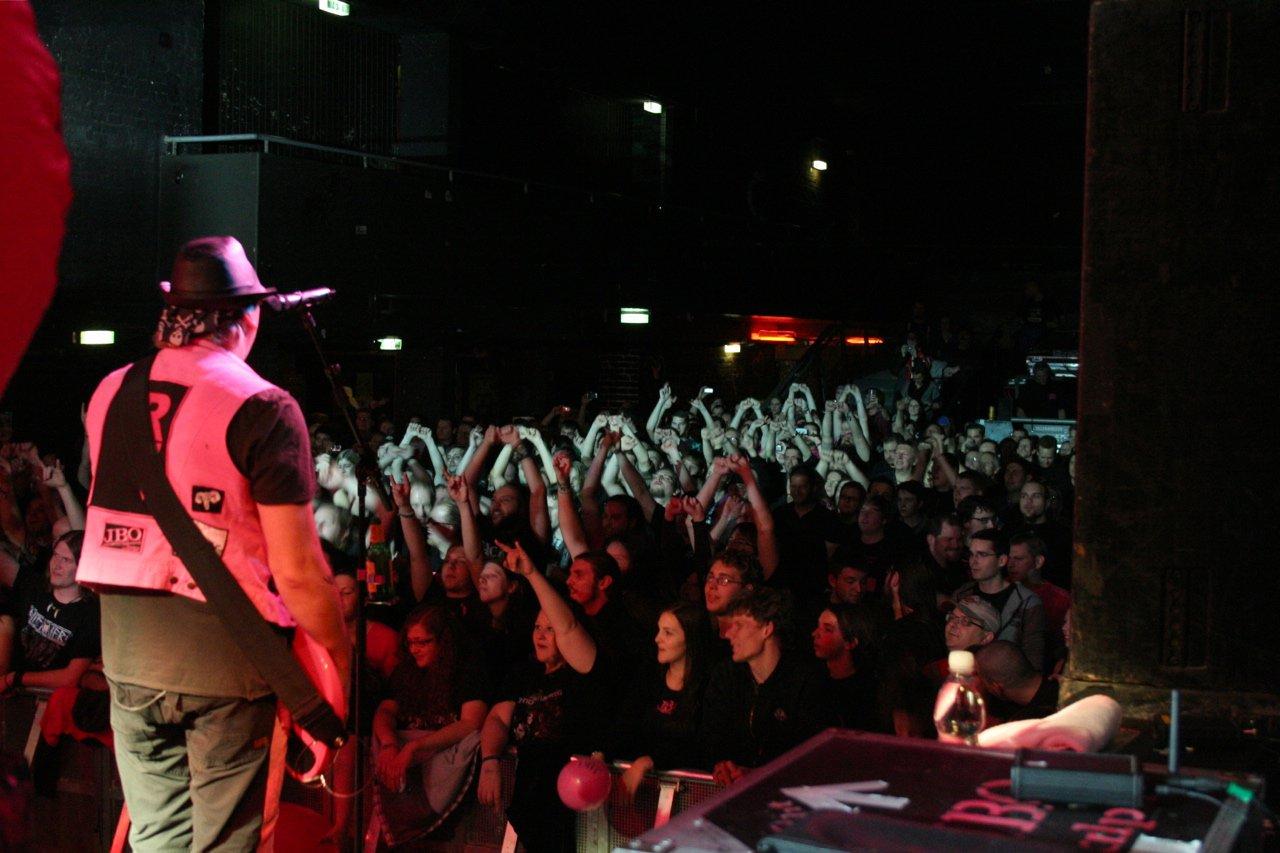 153 - J.B.O. @ Arena Wien AT, 26.11.2011 - Foto von Carsten Dobschat