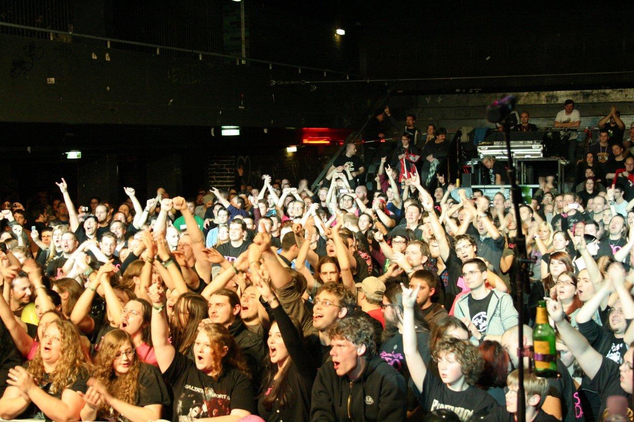 155 - J.B.O. @ Arena Wien AT, 26.11.2011 - Foto von Carsten Dobschat
