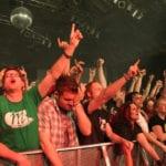Autsch, nicht rechtzeitig vor einem ankommenden Crowdsurfer geduckt… - Foto: Andrea Jaeckel-Dobschat