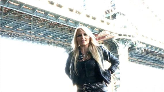 Doro: Raise Your Fist In The Air (Videoscreenshot)