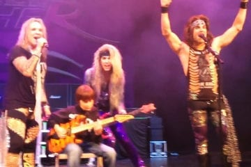 Screenshot: Aidan Fisher mit Steel Panther
